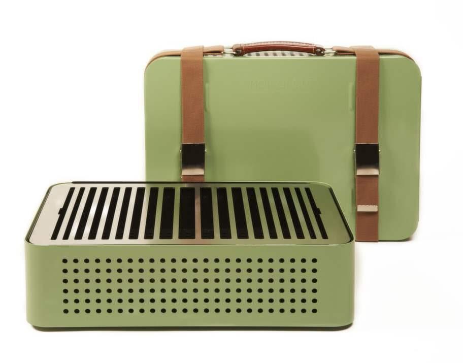 Grill som kan förvaras i hallen. Portabel grill som göms i en snygg väska. Finns i tre färger. 2480 kronor, Adesso.