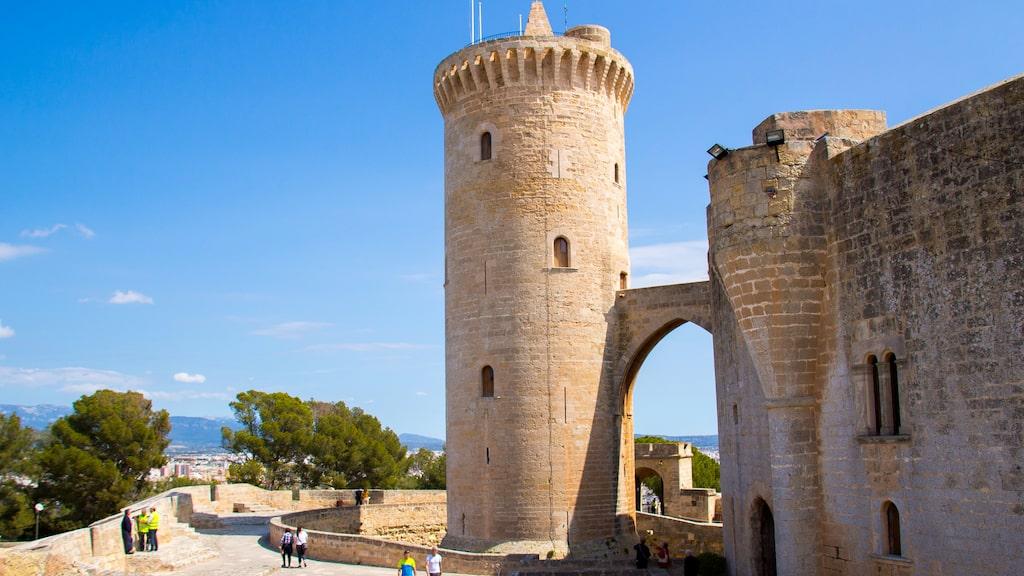 Castell de Bellver har fin utsikt över Palmabukten.