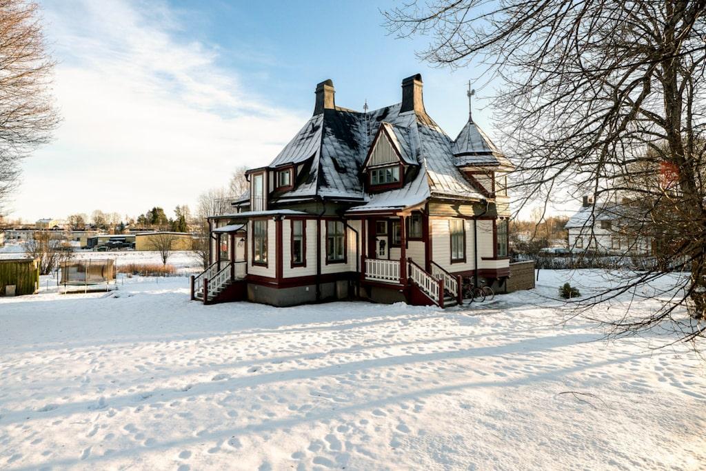 Villa Villekulla i Ockelbo har haft prins Daniel lekandes hos sig när det var lekskola. Nu är tornvillan till salu.