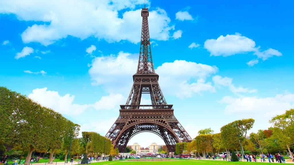 Nu är det fritt fram att kasta kläderna i Paris näst största park. Blottare och fluktare är dock inte välkomna.
