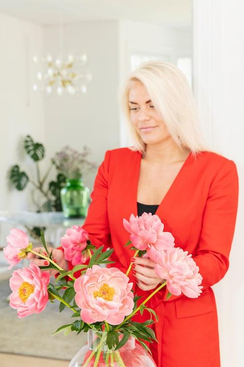 Moa Lundström älskar att styla, inreda och fotografera, vilket lett henne från frisöryrket till en inredningsutbildning och en karriär som influencer på Instagram.