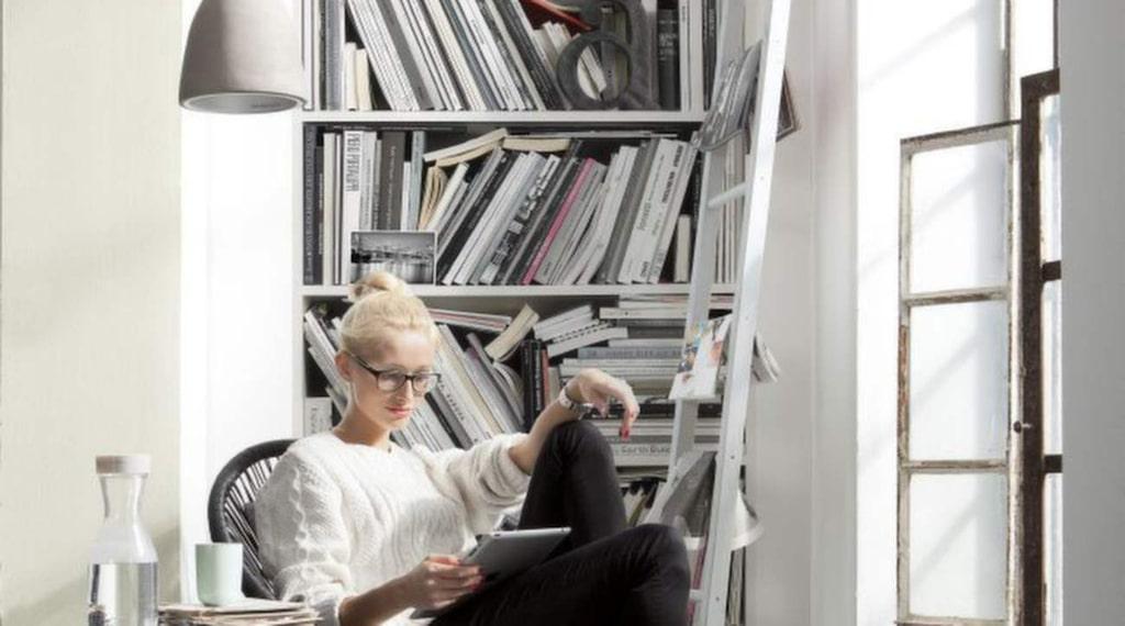 Nästan som en riktig bokhylla är fototapeten Bookcase. Sätt upp den där du hade velat ha en bokhylla men kanske saknar plats. Längd 2,20 meter, bredd 92 centimeter, 245 kronor per rulle. Bauhaus.