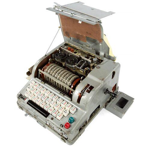 M-125, kodnamn Fialka, var en rysk elektromagnetisk chiffermaskin som påminde om den tyska Enigma-maskinen.