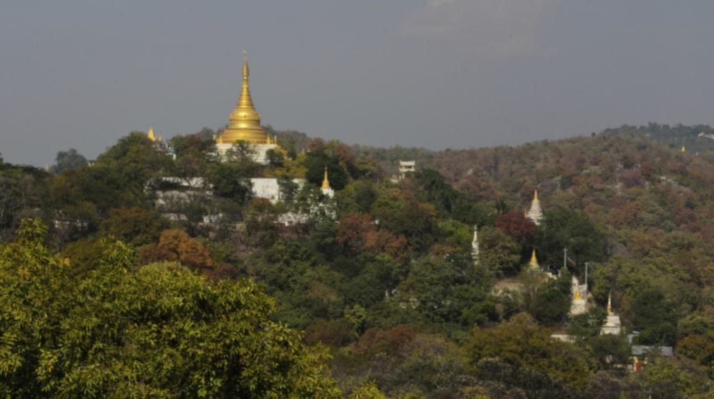 <p>Njut av utsikten över Sagaing Hills.</p>