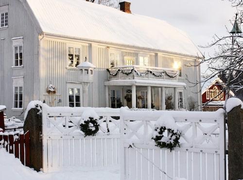 HERRGÅRDEN. Stora Holms herrgård uppfördes på 1600-talet och Anna Nyblom Kollén är fjärde generationen som bor i huset.