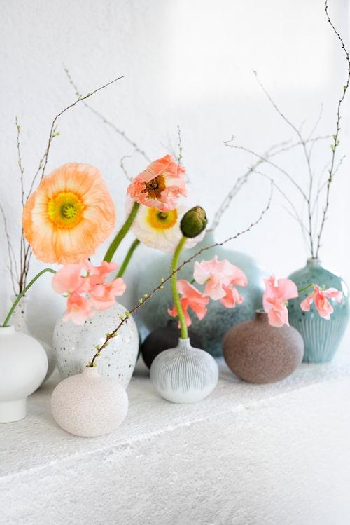 Keramik i kubik. Vackra små vaser med snittblommor, Pom Pom i Hammarby sjöstad.