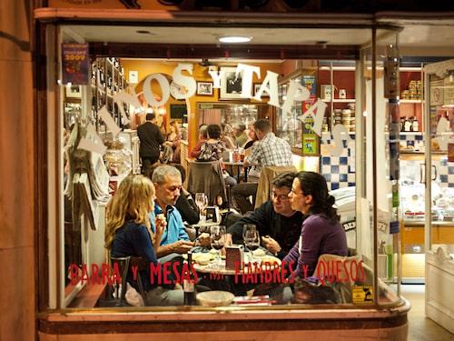 Barerna är en del av Madrids själ och vardagsliv, det är där man umgås, byter erfarenheter och småpratar.