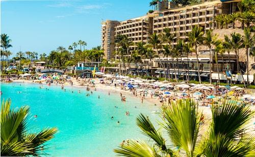 Playa de Anfi, ett av de få ställen på Gran Canaria med vit sand och turkost hav.