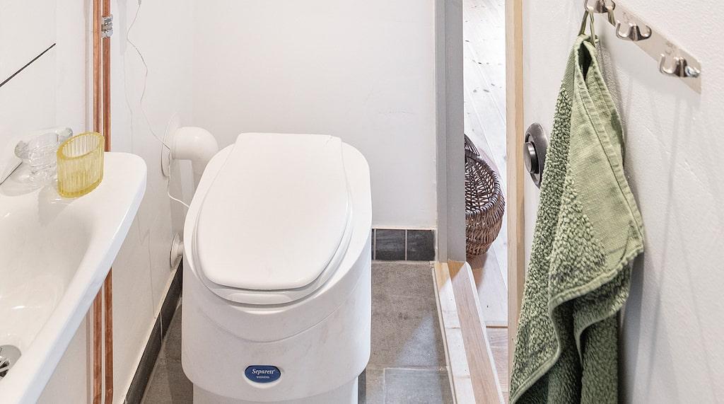 En separett toalett, så kallad mulltoa finns också.