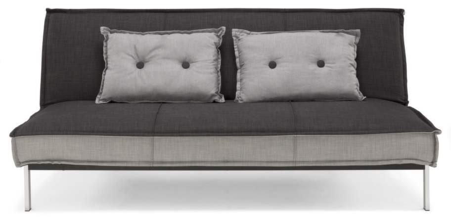 Säng på natten, soffa på dagen. Lazy bäddsoffa tyg Rio antracit/ljusgrå. Bäddmått 114x193 centimeter, 3 995 kronor, Svenska hem.