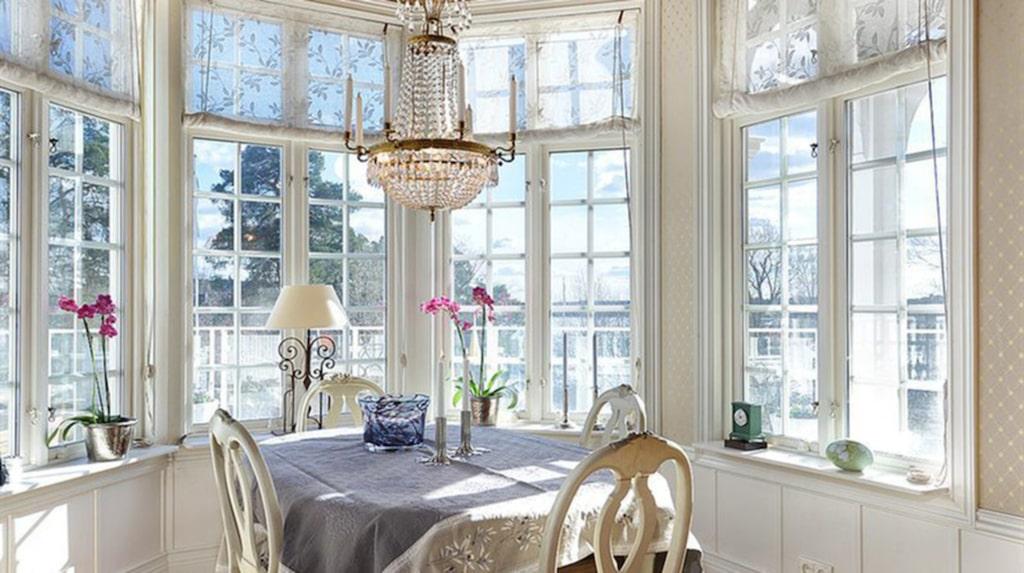 Det är stora salonger och generösa ytor på sammanlagt 815 kvadratmeter fördelade på 12 rum.