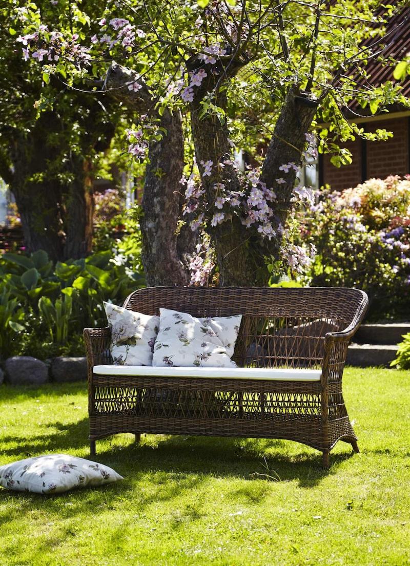 Soffa i konstrotting, Charlot, från Sika Designs serie Georgia Garden. Finns i flera färger, 6 995 kronor, Dennyshome.se.