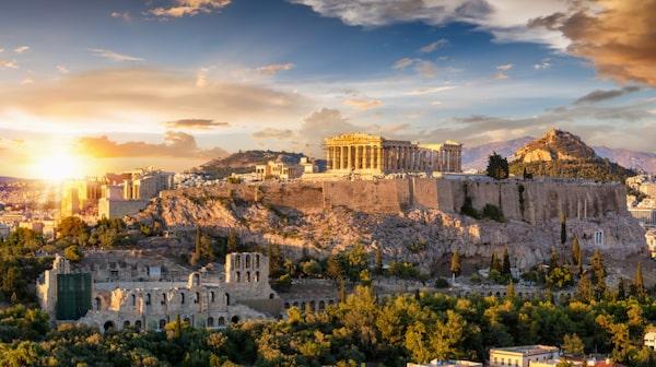 Greklands huvudstad Aten bjuder på en vandring genom historien.