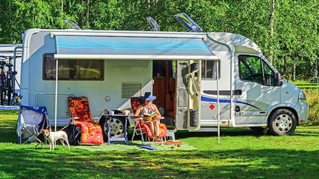 Camping är en sommarfavorit för många svenskar.