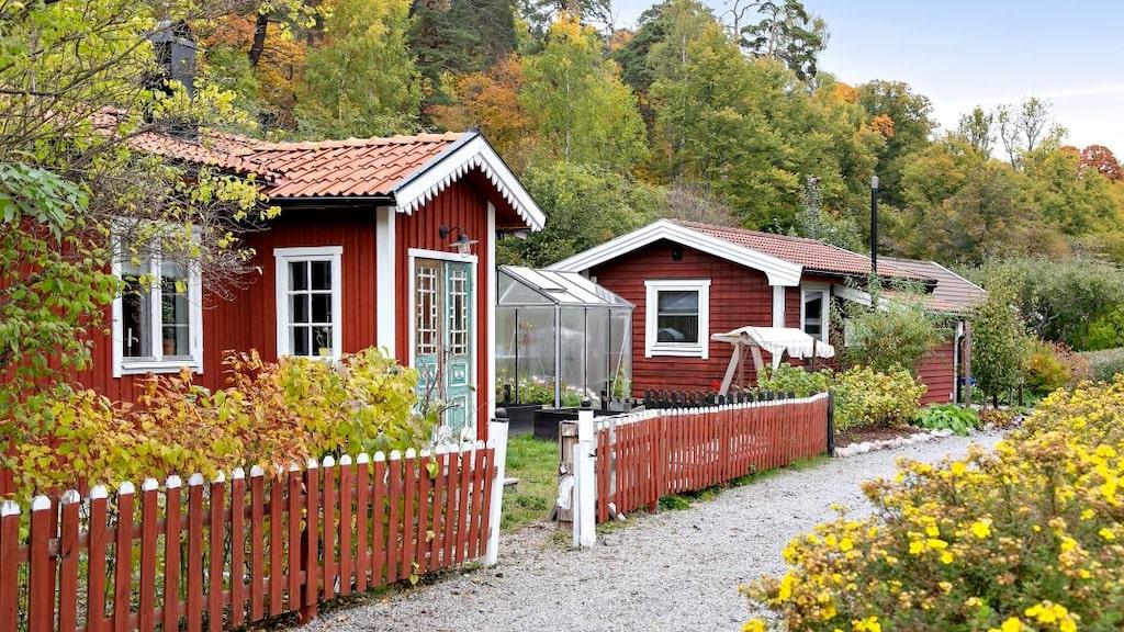 Flera fina fritidshus är till salu just nu. Hösten är en perfekt tidpunkt att köpa en sommarstuga.