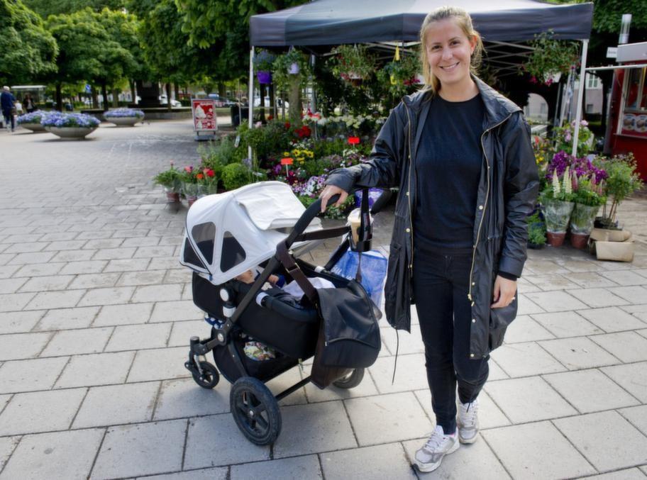 <strong>Lina Montanari, 30, mammaledig, Stockholm:</strong><br>- Ja, för att inte bränna mig. Men jag tänker inte så mycket på om det hjälper mot rynkor, jag tror man åldras oavsett.<strong><br><br></strong>