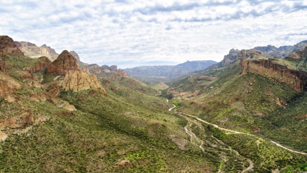 <p>På 1800-talet sägs holländaren Jacob Waltz ha hittat en guldgruva i bergområdet Superstition Mountains, i Arizona. Men det exakta läget avslöjade han aldrig. </p>