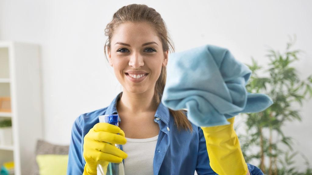 Brukar du använda fönsterputs till att tvätta dina fönster? Sluta med det, ta diskmedel i stället. Det kommer fungera mycket bättre!