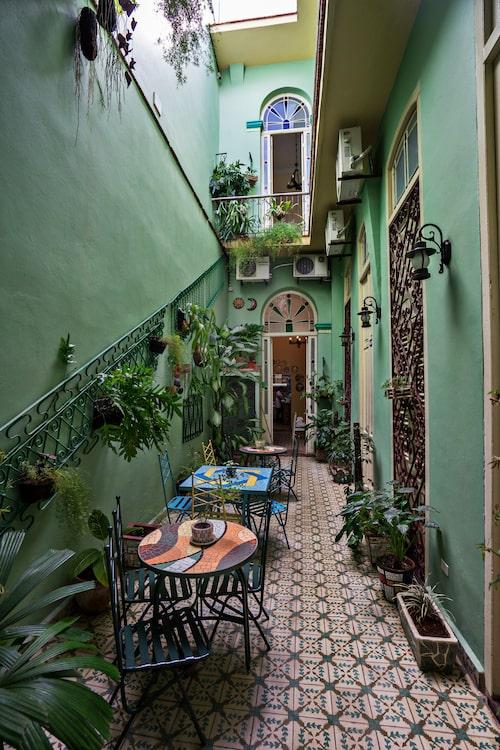Hostal Las Maletas är ett av de personligt inredda, enkla hotellen i gamla Havanna.