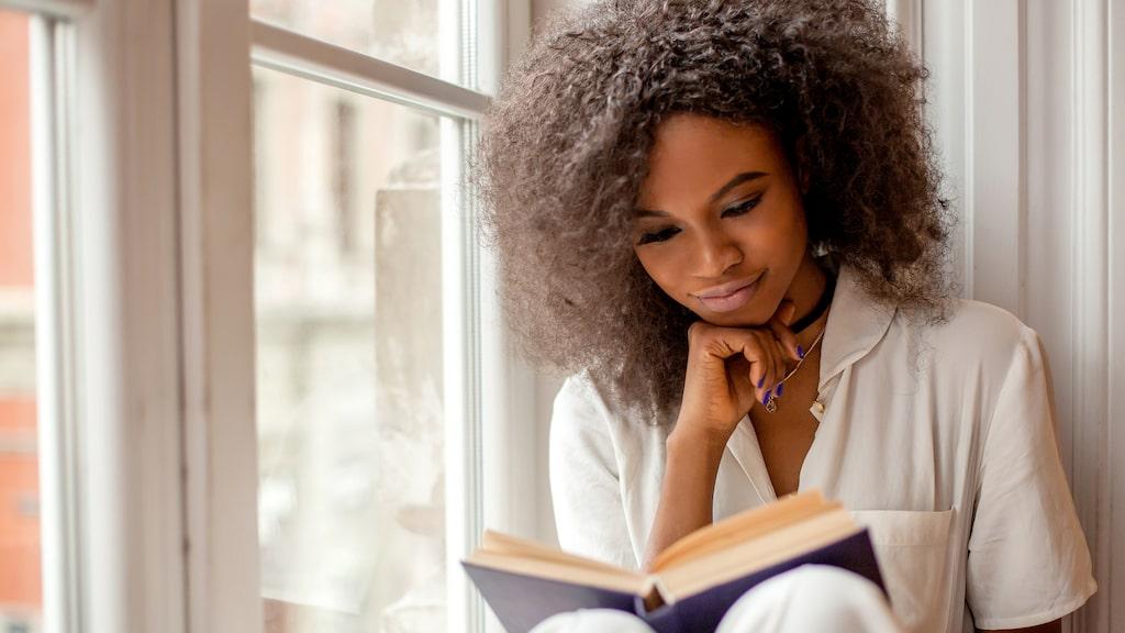 Läs en bok och koppla av.