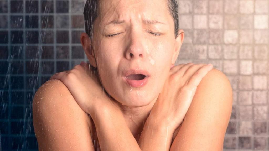 <p>Att behöva kliva ur en dusch kan många sky som pesten medan andra inte alls tycker att det är kallt att vandra naken i hemmet. </p>