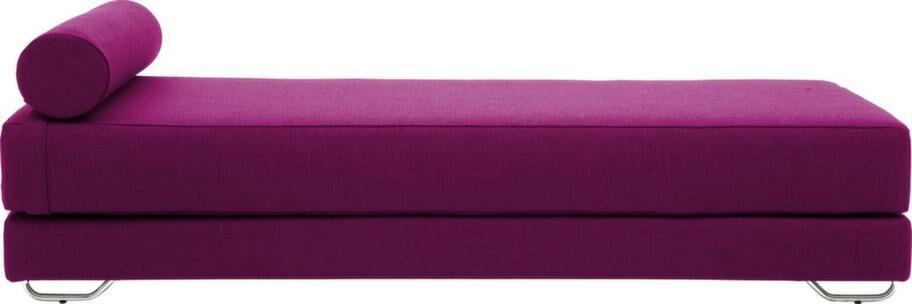 Dagbädd Lubi har dubbla madrasser med pocketfjädrar och kan därför enkelt förvandlas till stor gästsäng, medar i krom, 6 299 kronor, Ilva.