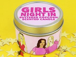 """f2cfee68684b medan ljuset """"Tjejkväll"""" sprider en doft av nypoppade popcorn med smör."""