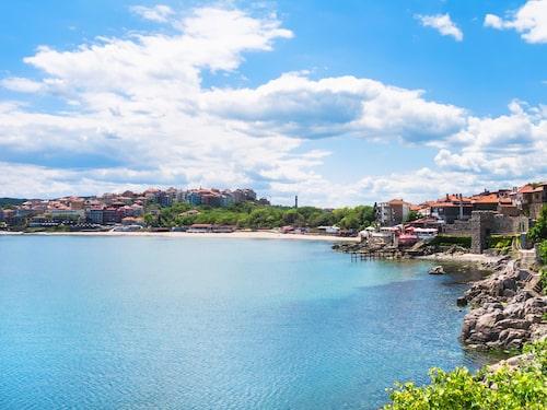 Sozopol ligger på en halvö som skjuter ut i havet strax söder om Burgas.