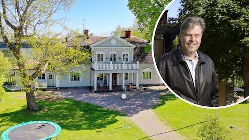 Illusionisten, som han helst kallar sig själv, John Houdi, la ut sin och exfruns herrgårdsliknande hus till försäljning i juni.