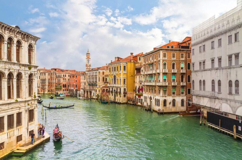 <p>Klassiska turistmålet Venedig har fått konkurrens av...</p>