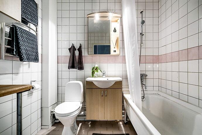 Helkaklat och stambytt badrum.