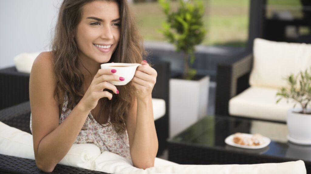 <p>Varför välja mellan kaffe eller te när man kan få båda i samma kopp? Spana in den nya trenddrycken cascara!</p>