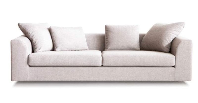 Mjuka former<br>Soffa Hamilton classic i vitt tyg, 227 centimeter bred, 28 875 kronor, Slettvoll.