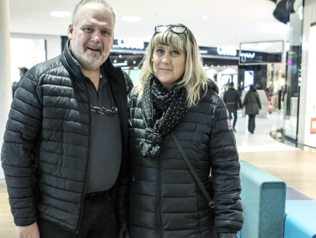 """Vad är ditt bästa tips för att få äktenskapet att funka? Mikael Tidsjö, 55, projektledare, Gävle, Annica Tidsjö, 52, butikssäljare, Gävle: """"Att man har respekt för varandra. Det gäller att vara öppen, ärlig och prata om saker. Diskutera, ta en paus och fortsätta diskutera. Att man inte tar varandra för givet. Vi till exempel reser ofta tillsammans, upplever och gör saker. Sen har vi ju olika intressen hemma och där ingår respekten. Egentid är också viktigast."""""""