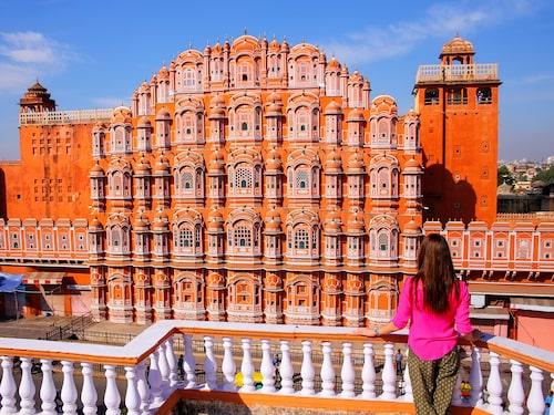 Vindarnas palats är ett av flera ombyggda maharadjapalats som man kan bo på i Jaipur.