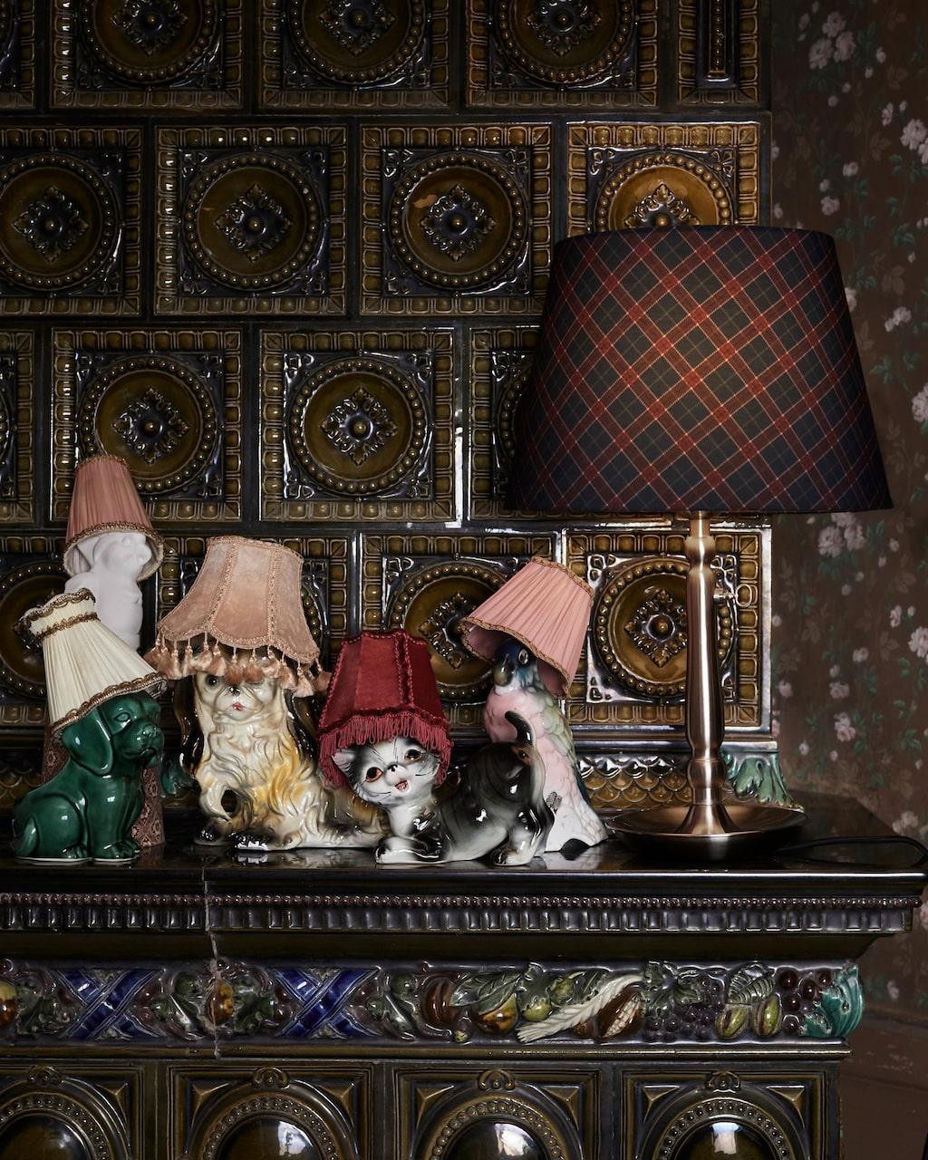 Blanda nya och gamla lampskärmar på ett lekfullt sätt.