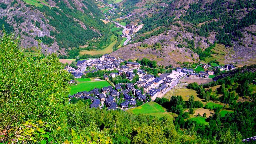 Den kända pilgrimsleden Camino de Santiago passerar också Pyrenéerna.