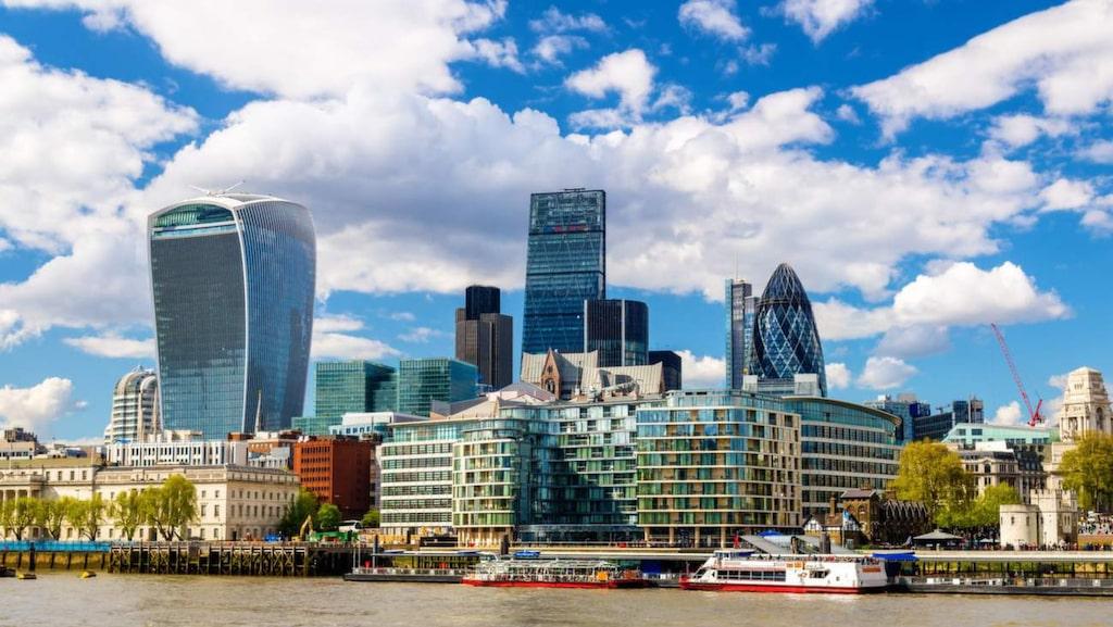 """<p>Byggnaden i London som i folkmun kallas """"The Walkie Talkie"""" har utsetts till landets fulaste byggnad.</p>"""