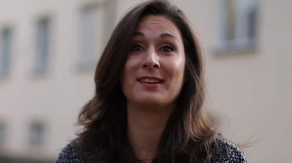 Sophie Darcy fick lägenheten värderad till 2,4 miljoner kronor av tre oberoende mäklare. Den såldes sen för 220 000 kronor mer än så.