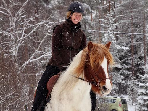 """""""Att jag skulle få så mycket tillbaka från Pila var faktiskt överraskande, eftersom jag bara ridit tillfälliga hästar tidigare och inte riktigt fått den nära kontakten som man får med egen häst""""."""