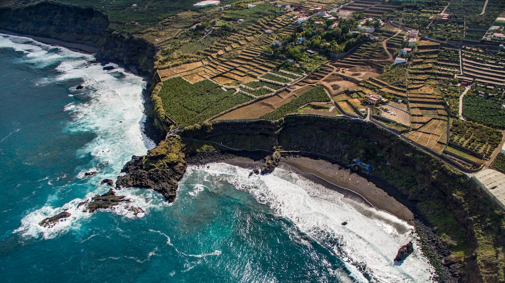Playa de el Bollullo från ett fågelperspektiv.