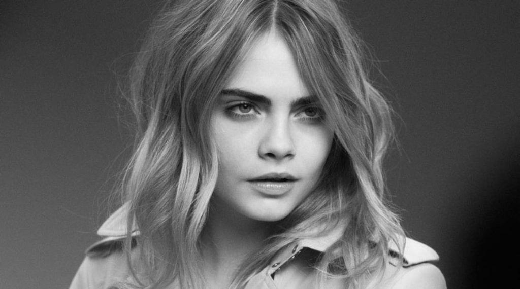 <p>Okej, en bild till på Cara Delevingne - här i kampanj för Burberry. Love them brows!</p>