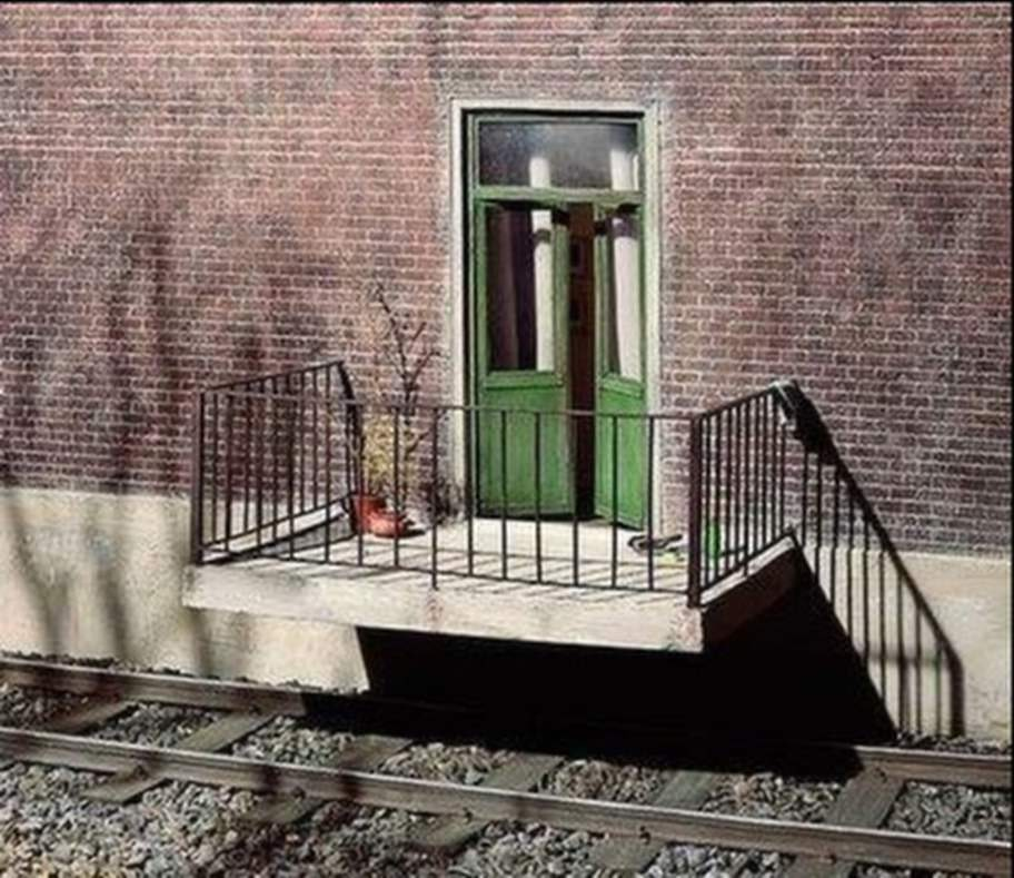 """Hoppas att inte tåget kommer! Foto: <a target=""""_blank"""" href=""""Foto: Fruktansvärt dåligt hantverk"""">Fruktansvärt dåligt hantverk</a>"""