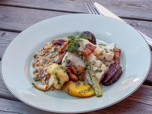 Maten på Löfwings Ateljé & Krog smakar ljuvligt och baseras på närodlade råvaror.