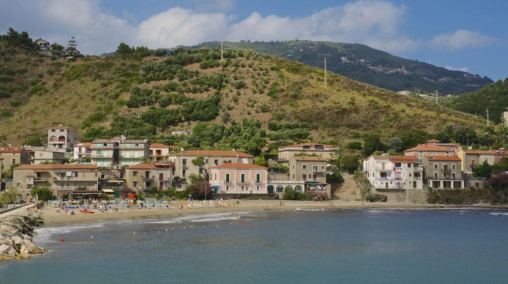 Acciaroli ligger i sydvästra Italien.