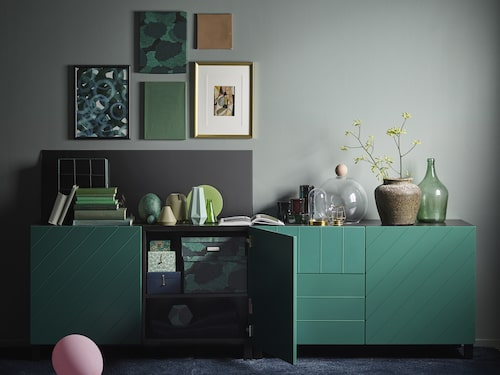 Bland de blågröna produkterna finns luckorna HALLSTAVIK.