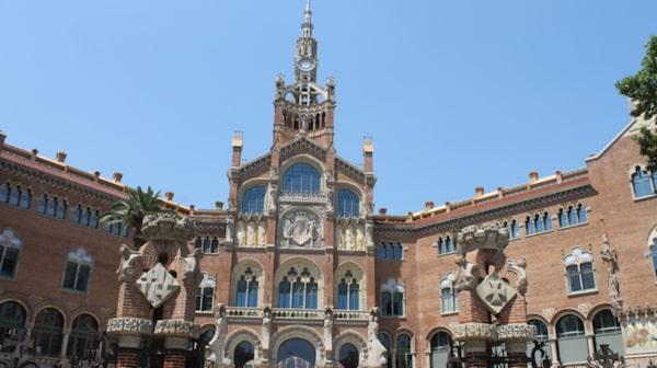 Det heliga korsets och Sankt Paulus sjukhus är ett stort konstverk i sig.