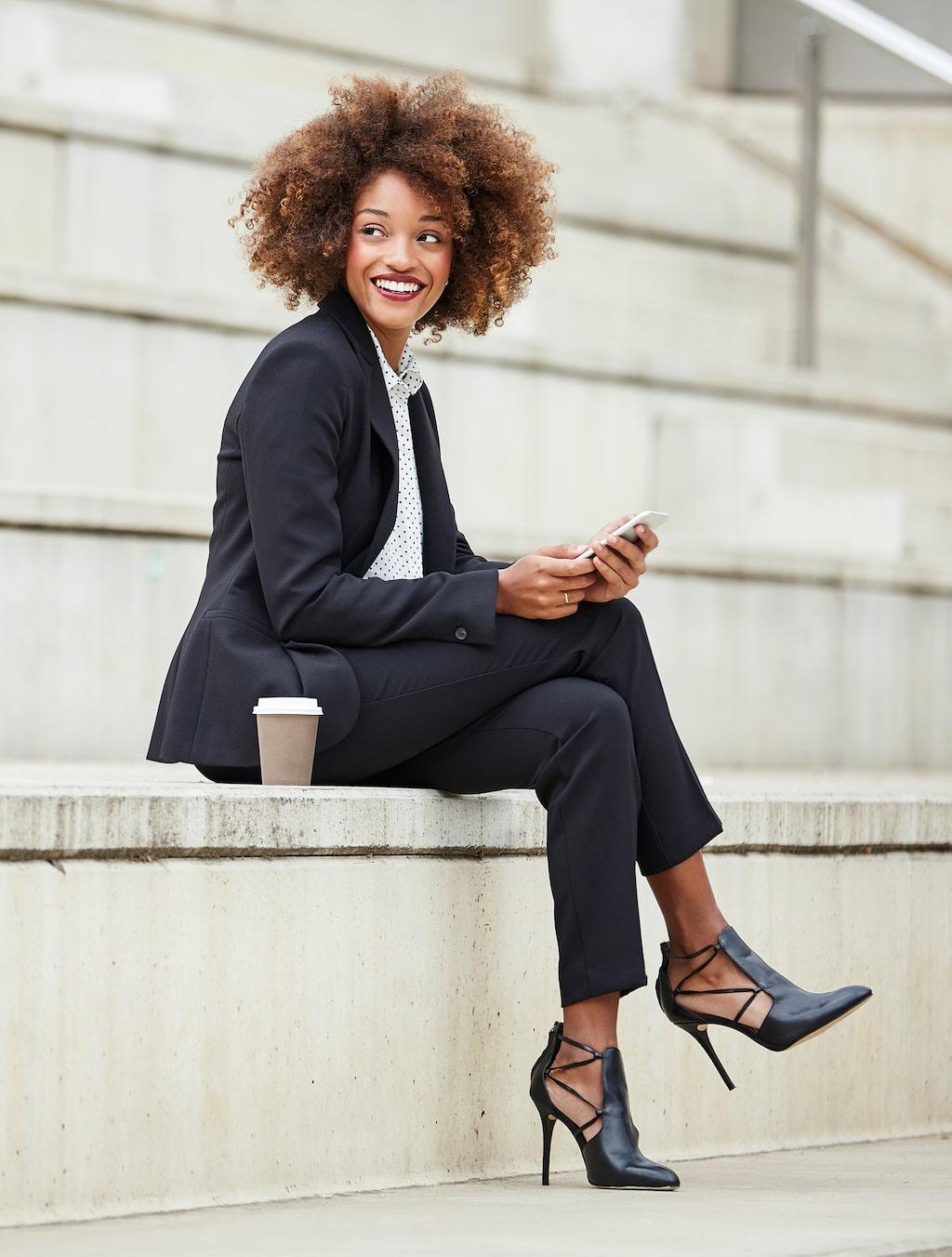 De flesta män – och faktiskt också en hel del kvinnor – äger en kostym som är ett mycket användbart plagg.  Men det gäller att ta hand om den på rätt sätt...