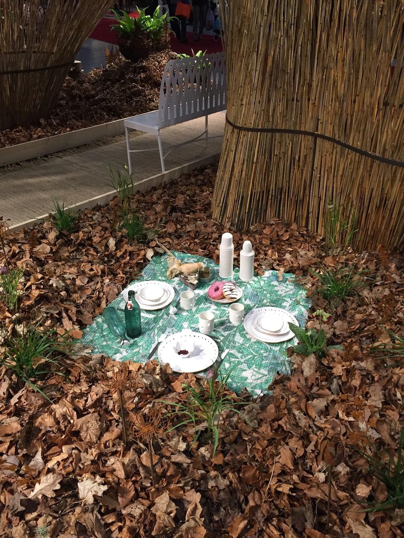 Picknick bland vass och stålkonst i Stålhetta och Eva Larssons idéträdgård.