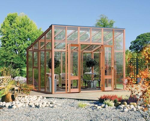 Modernt glashus från Vansta trädgård, med en takhöjd på 2,7 meter till nock.